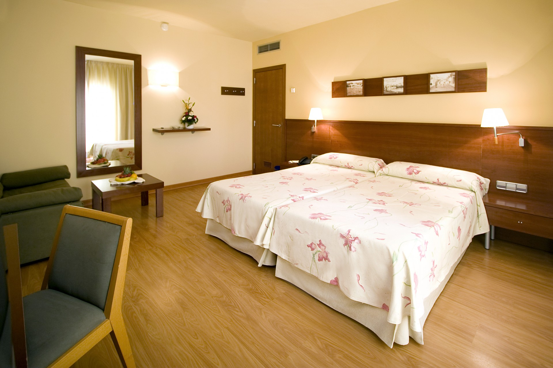 Rooms in Santa Margarita beach, Roses (Spain) -spa included!